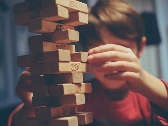 mindful-games-children-playing-jenga