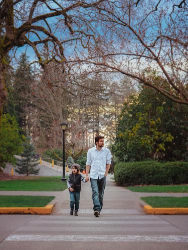 kids-mindfulness-father-son-walk-park
