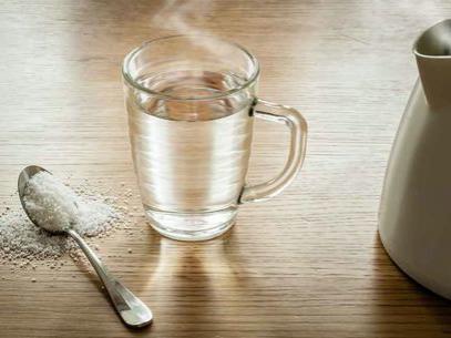salt-water-gargle-sore-throat