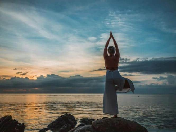 Benefits-of-morning-yoga-practice-best-time-of-the-day-to-do-yoga